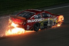Jamie McMurray als Feuerball - Foto: NASCAR