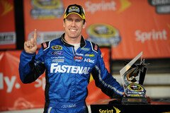 Carl Edwards sicherte sich die Pole Position - Foto: NASCAR