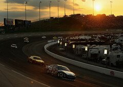 The Sun goes down - Foto: NASCAR