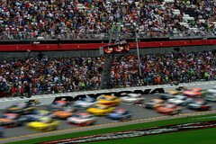 Racing in Daytona - Foto: NASCAR