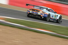 Der Young-Driver-Aston führt in der GTE Pro - Foto: Adrenal Media
