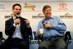Jeff Gordon als TV-Experte bei FOX Sports - Foto: NASCAR