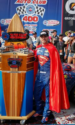 Sieger 2016: Superman Jimmie Johnson - Foto: Chevrolet