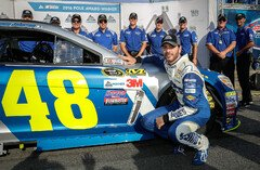 Endlich gewann Jimmie Johnson in Loudon das Qualifying - Foto: General Motors