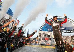 Martin Truex Junior ist in Top-Form - Foto: NASCAR