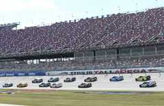 Typisches Drafting beim Training in Talladega - Foto: NASCAR