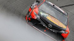 Martin Truex Junior im Furniture-Row-Toyota - Foto: NASCAR