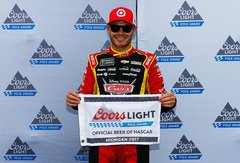 Kyle Larson startet in Michigan von der Pole - Foto: NASCAR