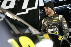 Jimmie Johnson in Happy Hour top - Foto: LAT Images
