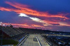 Night Race auf dem Darlington Raceway - Foto: LAT Images