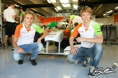 Chilton mit Johnny Cecotto Jr bei Force India - Foto: Sutton