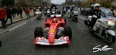 Ein Hingucker: Schumacher in Paris - Foto: Sutton