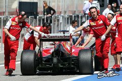 Alonso in der Boxengasse - Foto: Sutton