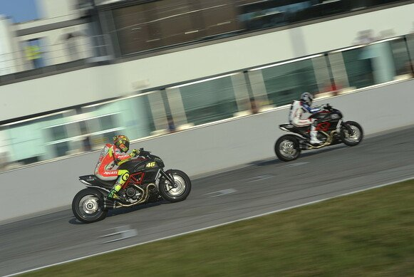Beim Drag Race unterlag Valentino Rossi Troy Bayliss