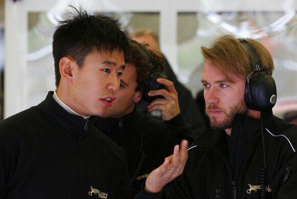 Nick Heidfeld in der Box des Rebllion-Teams