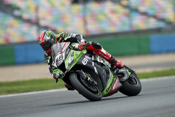 Tom Sykes liegt in der WM solide in Front