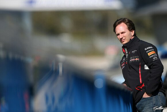 Christian Horner beobachtet Red Bulls neuen RB9 in Jerez