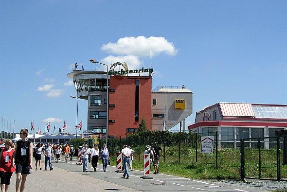 Der Kartenvorverkauf für den Sachsenring läuft auf Hochtouren. - Foto: adrivo Sportpresse