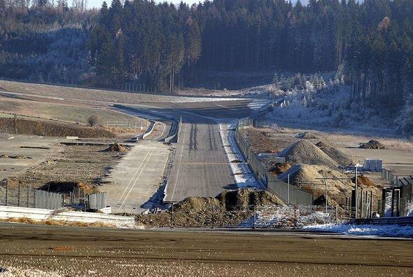 Die A1-Ring-Wüste soll in einem Jahr einer echten Baustelle weichen. - Foto: adrivo Sportpresse