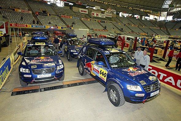 Bei der letzten Etappe mussten die Servicemänner pausenlos arbeiten. - Foto: VW Motorsport