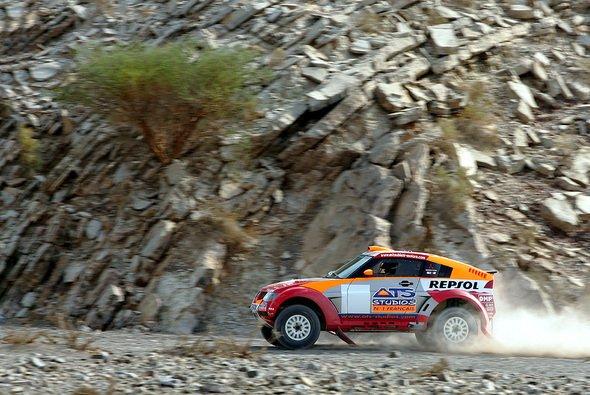 Ohne Navigation sind die Fahrer in der Wüste verschollen. - Foto: Mitsubishi