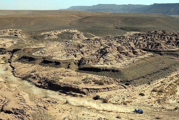 Auch in der Wüste werden die Teammitglieder ärztlich versorgt. - Foto: VW Motorsport
