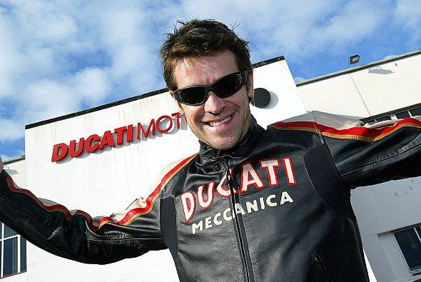 Carlos Checa freut sich auf 2005. - Foto: Ducati