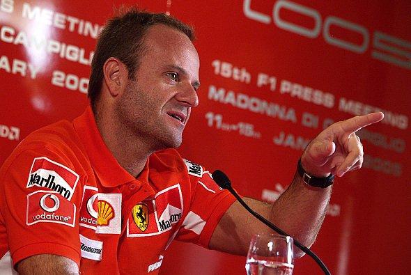 Rubens fällt es schwer sich zwischen Quick Nick und dem Jungle Boy zu entscheiden. - Foto: Ferrari Press Office