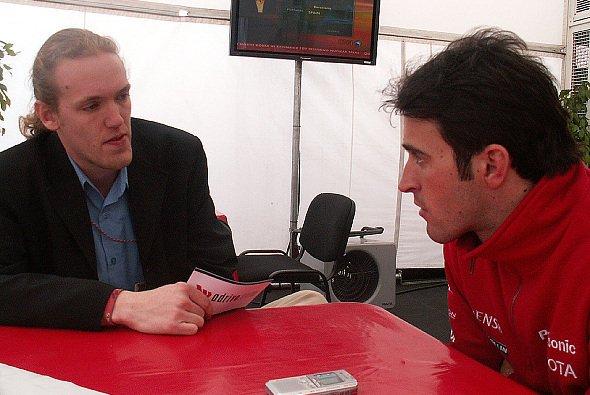 Ricardo lauscht aufmerksam den Fragen von adrivo.com Redakteur Steffen Schaffner. - Foto: adrivo Sportpresse