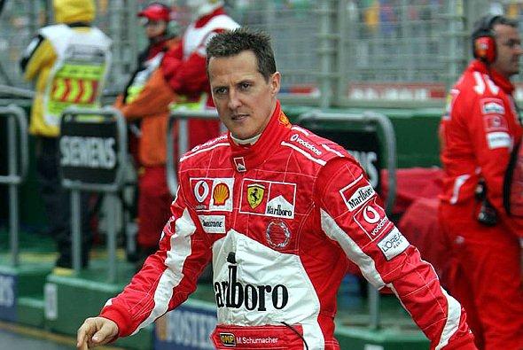 Michael Schumacher kehrte mit dem Regen auf Rang 1 zurück. - Foto: xpb.cc