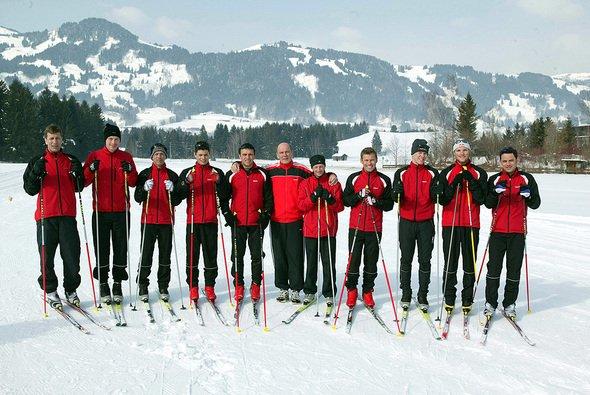 Die Audi-DTM Crew im Schnee. - Foto: Audi