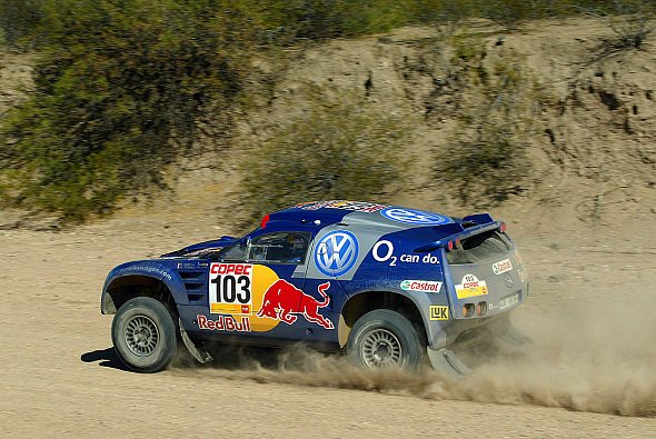Bruno Saby führt die Rallye nach zwei Etappen an. - Foto: VW Motorsport