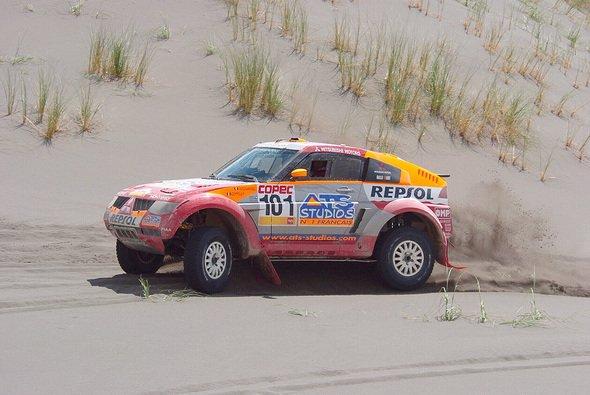 Der Dakar-Sieger übernahm die Führung. - Foto: Mitsubishi
