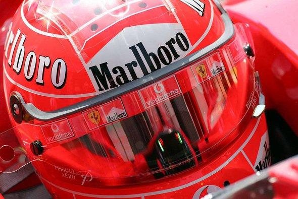 Michael Schumacher ist mit seiner alten Lady hoch zufrieden. - Foto: xpb.cc