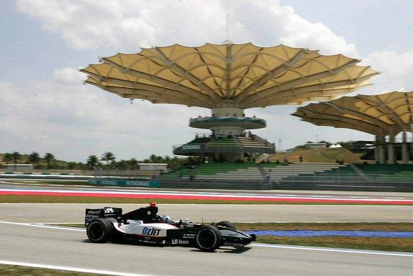 Minardi hielt die Regelforderungen ein: Genau drei Sekunden langsamer als im Vorjahr. - Foto: xpb.cc