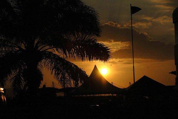 Die Sonne nimmt sich eine kleine Pause, bevor sie dem zweiten Saisonlauf einheizen wird... - Foto: xpb.cc