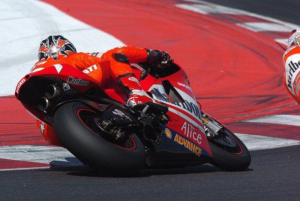 Carlos Checa verpasst die Jerez-Tests - Foto: Ducati