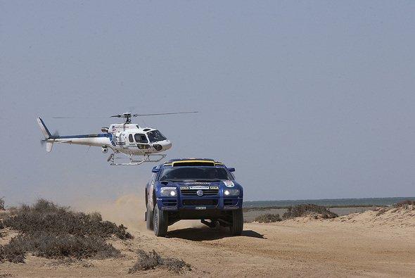 Volkswagen mit drei Race-Touareg bei der Rallye Marokko - Foto: VW Motorsport