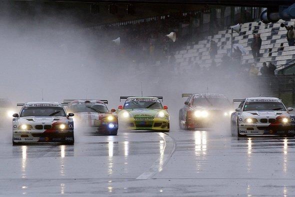 Das bunte 24-Stunden-Feld wird 2013 sonntags das Rennen aufnehmen