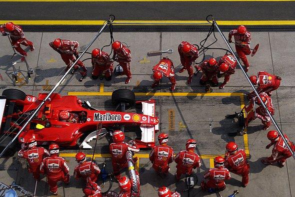 In Kanada gibt es keine Reifenwechsel, in Graz derweil schon! - Foto: Ferrari Press Office