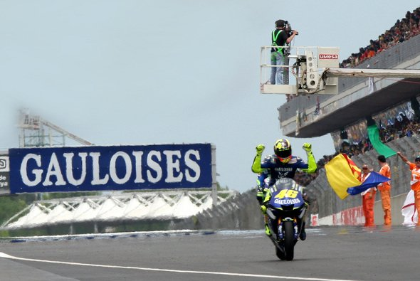 Rossi siegt zum fünften Mal in sechs Rennen. - Foto: Gauloises Racing