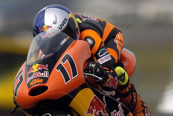 Stefan Bradl wird beim Rennen in Katalonien nicht dabei sein - Foto: KTM/Milagro