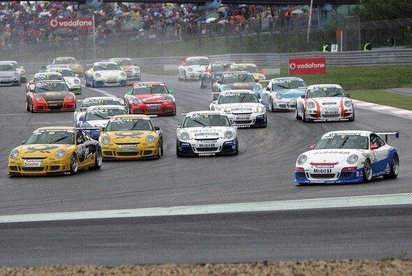 Der Carrera Cup startet in die neue Saison. - Foto: Porsche