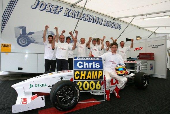 Chris Vietoris jubelt 2006 mit Josef Kaufmann Racing über den Formel BMW-Titel