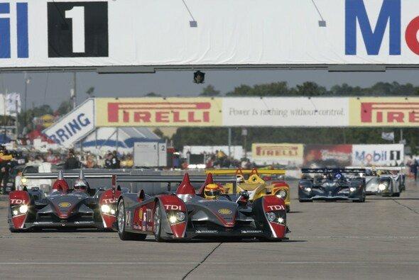 Der Start in Sebring - Audi führt - Foto: Audi