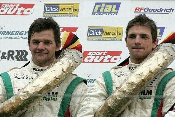 Vater und Sohn Mamerow beim Sieg auf dem Nürburgring - Foto: VLN/Jan Brucke