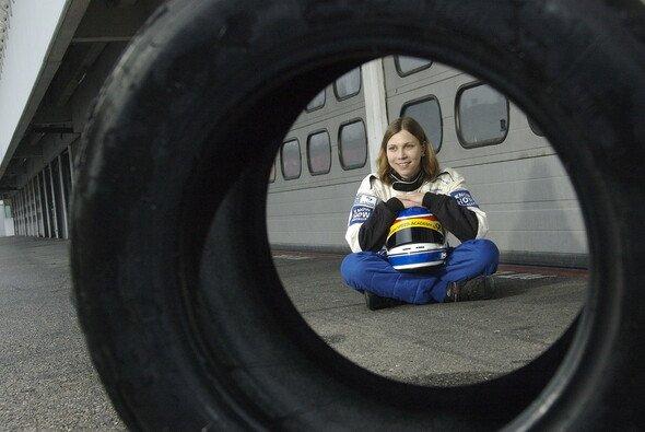 Steffi ist die erste weibliche Kandidatin der Speed Academy. - Foto: Speed Academy