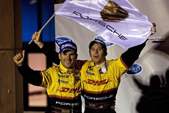 Timo Bernhard und Romain Dumas hatten in Houston allen Grund zum Jubeln. - Foto: Porsche