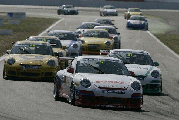 Jörg Hardt hat am Sonntag ernaut das Feld im Rücken - Foto: Porsche