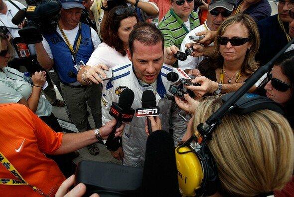 Jacques Villeneuve stand im Zentrum des Interesses - Foto: Chris Graythen/Getty Images for NASCAR